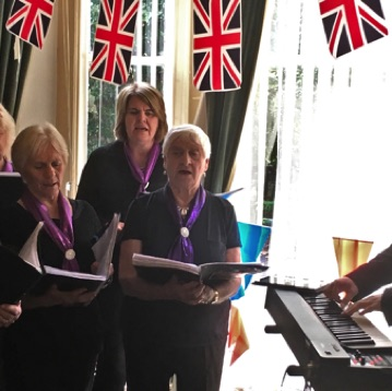 SingMe Merseyside entertains the residents of Oakdene Nursing Home